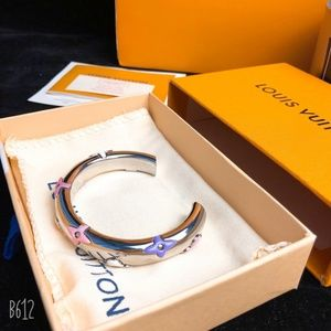 Louis Vuitton  BOUTIQUE BEAUTIFUL BRACELET